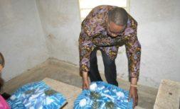 Mutharika laying the wreath