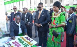 Peter-Mutharika and his Wife Gertrude