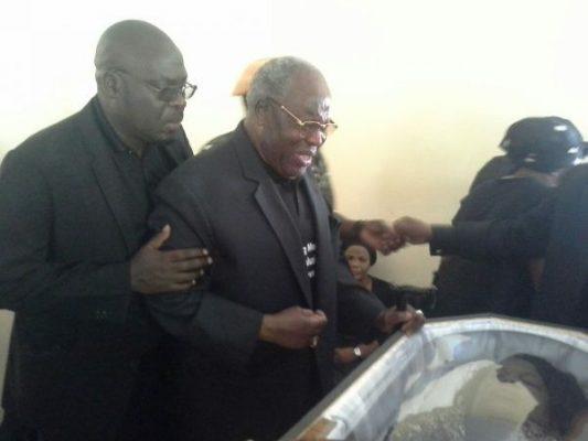 Bakili Muluzi views body of Esmie
