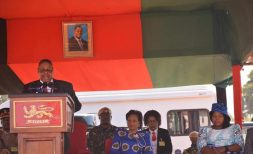 Peter Mutharika prays in Thyolo