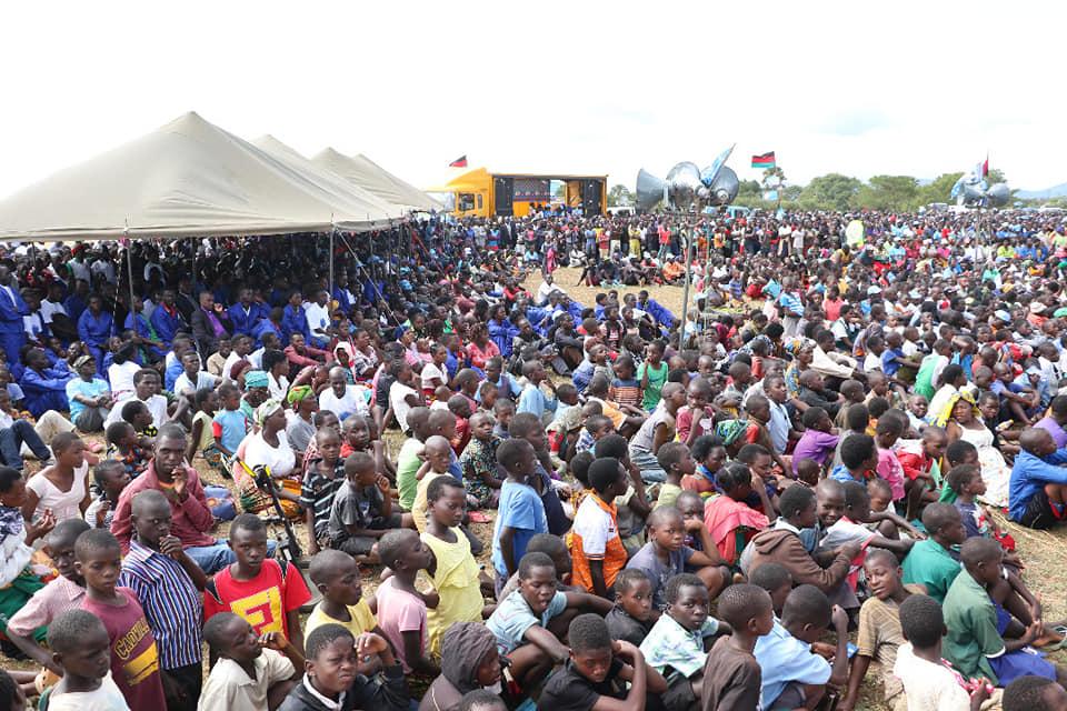 Crowds greet Mutharika